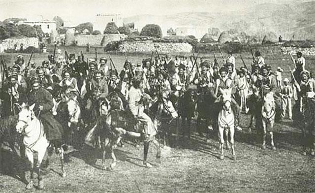 مجموعة من مقاتلي العشائر الكردية